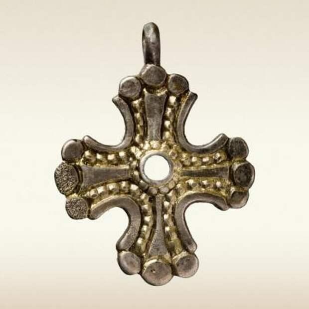 Крест-тельник, вхдящий в Гнездовский клад 10–11 века