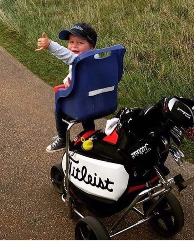 Почему маленьким детям нельзя посещать гольф-поля? Вот решение, которое позволит вам их туда брать! Лайфхак, дети, идея, отец, папа, совет, хитрости