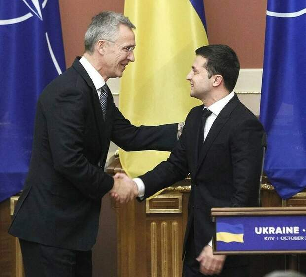 Итальянский политолог заявил, что НАТО пытается обострить отношения между Москвой и Киевом