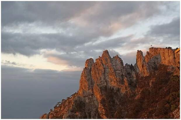 Блогер снял видео рассвета на Ай-Петри в конце сентября