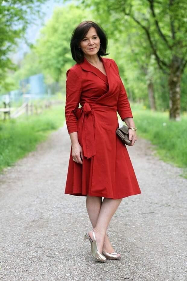 Женщина в босоножках на шпильке. /Фото: i.pinimg.com