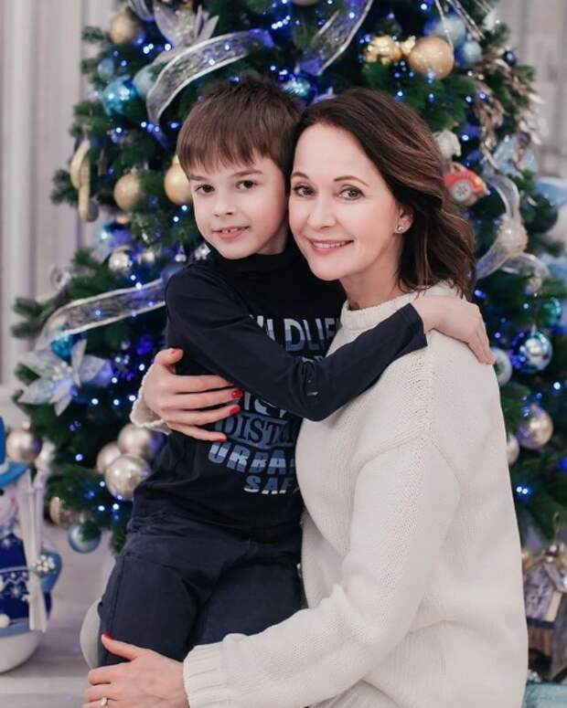 ольга кабо с сыном у елки