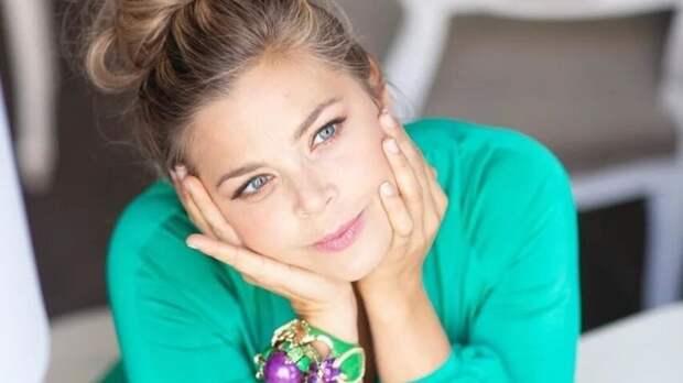 Актриса Ирина Пегова восхитила фанатов кадром без фотошопа и макияжа