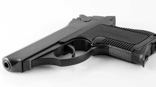Обещавший напасть на школу в Москве юноша-шутник хранил дома оружие