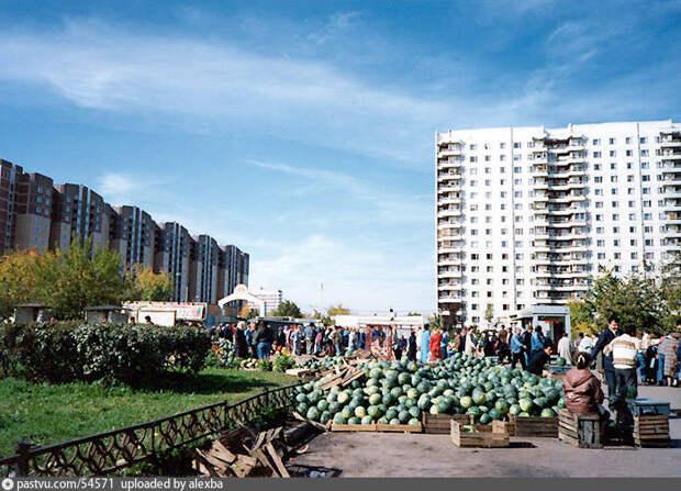Фото дня: рынок у станции метро «Бабушкинская» в конце прошлого века