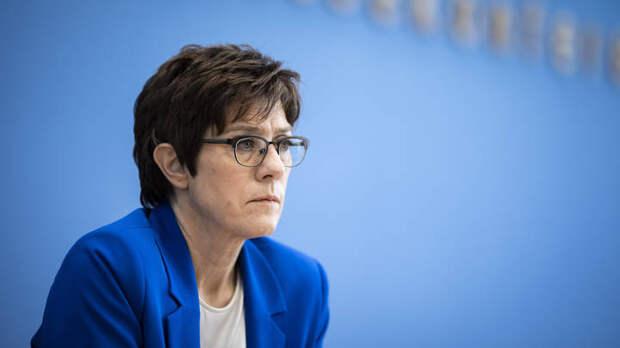 """Возмущённой министру обороны Германии дали совет: """"В принципе не вспоминать"""" о русской армии"""