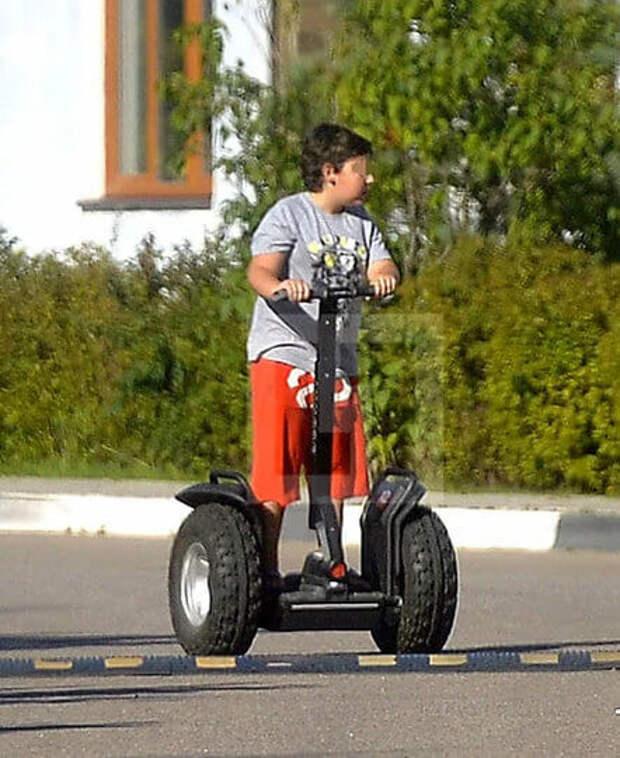 Каким вырос 15-летний сын Николая Баскова и почему не видится с отцом